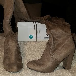 A New Day Penelope Light Taupe Tall Boots Sz 8